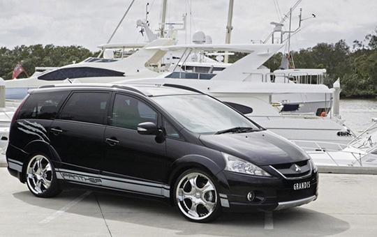 Xe tự lái 7 chỗ Mitsubishi grandis