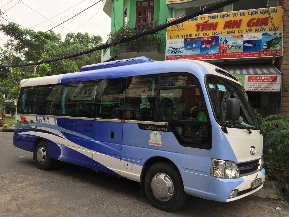 Xe du lịch 29 chỗ Thaco County